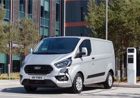 4--Ford-reveals-production-version-of-new-Transit-Custom-plug-in-hybrid--copy--2-.jpg